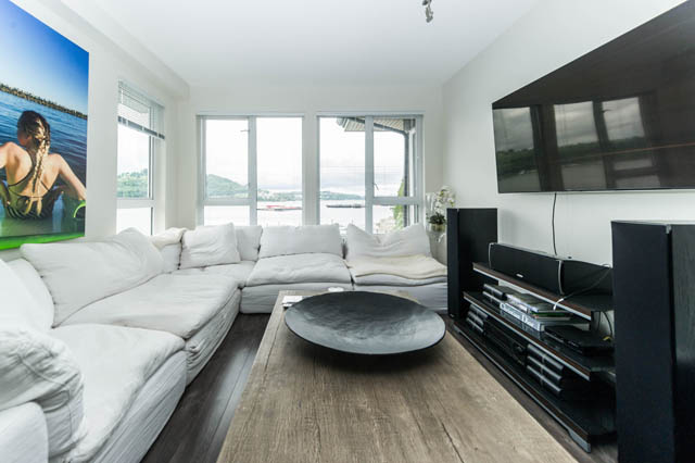 Luxury 1300 Sq Ft 2 Bed Penthouse Corner Unit Located In
